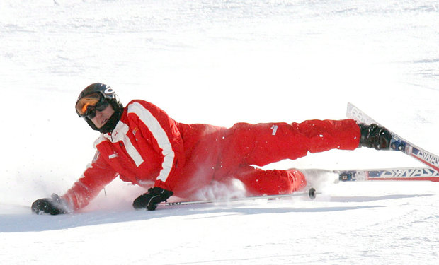 ASE101. Madonna Di Campiglio (Italy), 13/01/2006.- (FILE) A file picture dated 13 January 2006 shows the German Formula One pilot Michael Schumacher falling during the giant slalom in Madonna di Campiglio, Italy. According to reports, Michael Schumacher on 29 December 2013 has suffered serious head injuries while skiing in Meribel, France. EFE/EPA/GIORGIO BENVENUTI FILE ITALY SCHUMACHER FILE ITALY SCHUMACHER