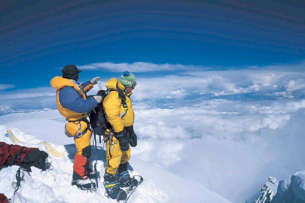 marco-siffredi-snowboarding-summit-steep-everest (1)