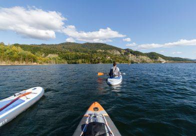 Experienta Stand Up Paddle (SUP) pe lacul Siriu